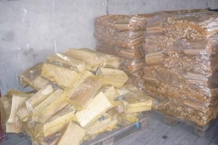 Dřevo balené do rašlových pytlů
